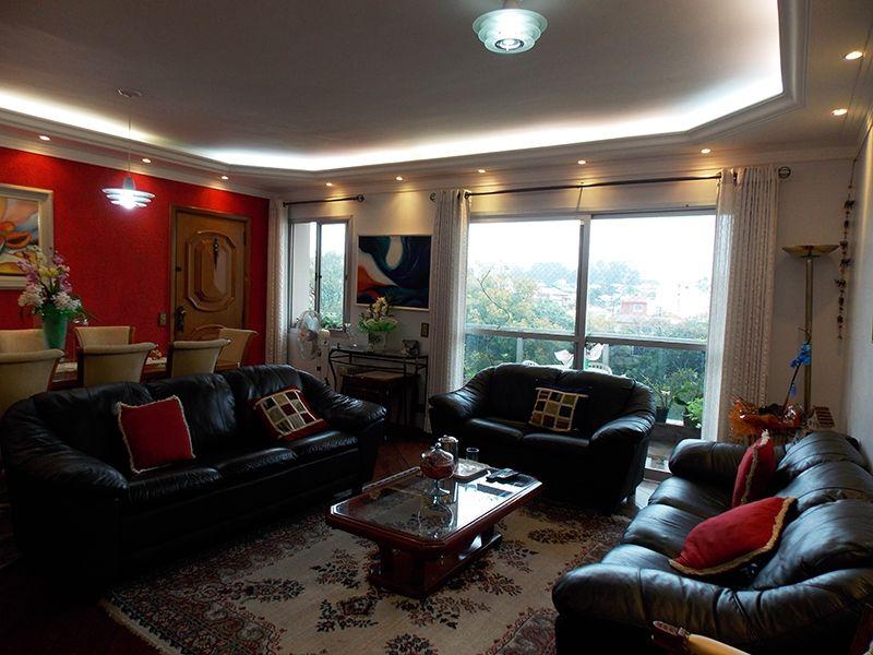 Cursino, Apartamento Padrão - Sala com piso de madeira, sanca de gesso com iluminação embutida, parede com textura e acesso a varanda.