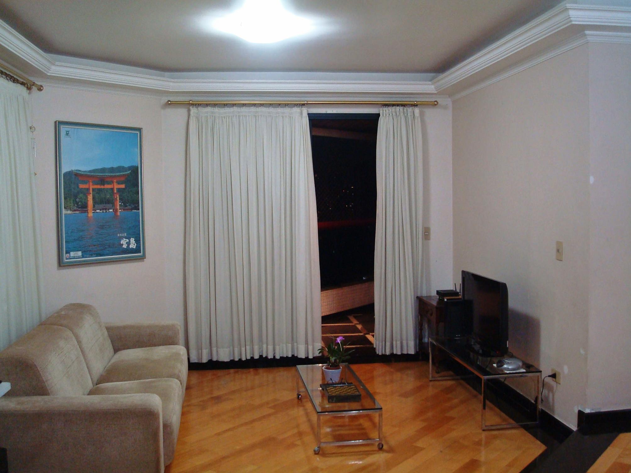 Cursino, Apartamento Padrão - Sala com dois ambientes com piso de taco de madeira, teto com sanca de gesso e acesso a sacada.