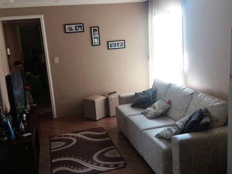 Sacomã, Apartamento Padrão - Sala retangular com dois ambientes, piso laminado, teto de gesso rebaixado e iluminação embutida.