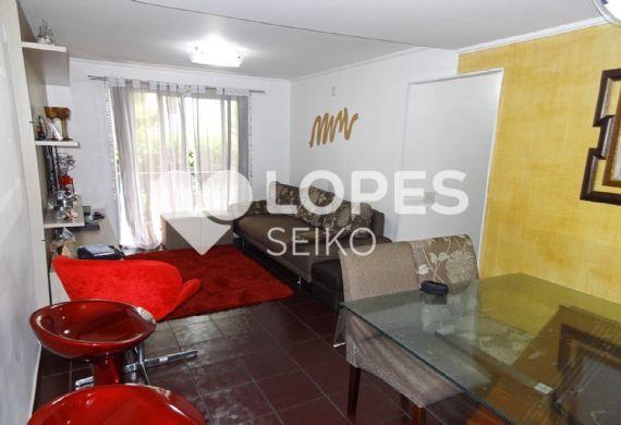 Sacomã, Apartamento Padrão - Sala retangular com piso de cerâmica, teto com moldura de gesso e acesso à varanda.