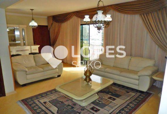 Cursino, Apartamento Padrão - Sala em L com três ambientes, piso laminado, teto com moldura de gesso e acesso à varanda.