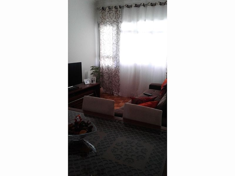 Cursino, Apartamento Padrão - Sala com piso de cerâmica, moldura de gesso e acesso a sacada.