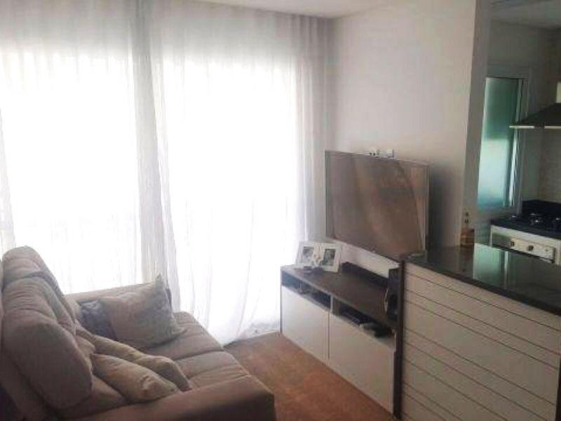 Cursino, Apartamento Padrão - Sala retangular com dois ambientes, piso de porcelanato e acesso à varanda.