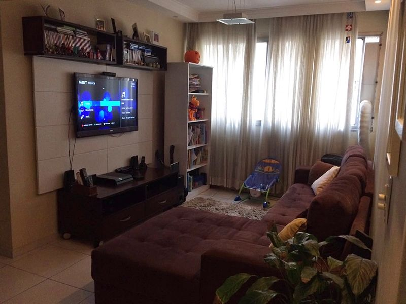 Jabaquara, Apartamento Padrão - Sala em L com dois ambientes, piso de cerâmica, teto com sanca de gesso, iluminação embutida e cortineiro.
