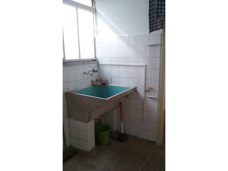 Ipiranga, Apartamento Padrão-Área de serviço com piso de cerâmica e janela.