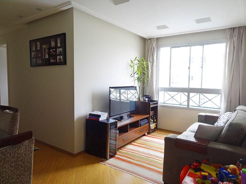 Sacomã, Apartamento Padrão - Sala em L com dois ambientes, piso laminado, teto de gesso rebaixado, iluminação embutida e cortineiro.