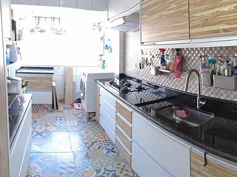Jabaquara, Apartamento Padrão-Cozinha americana com bancada de granito, armários planejados, teto com moldura de gesso e pia de granito.