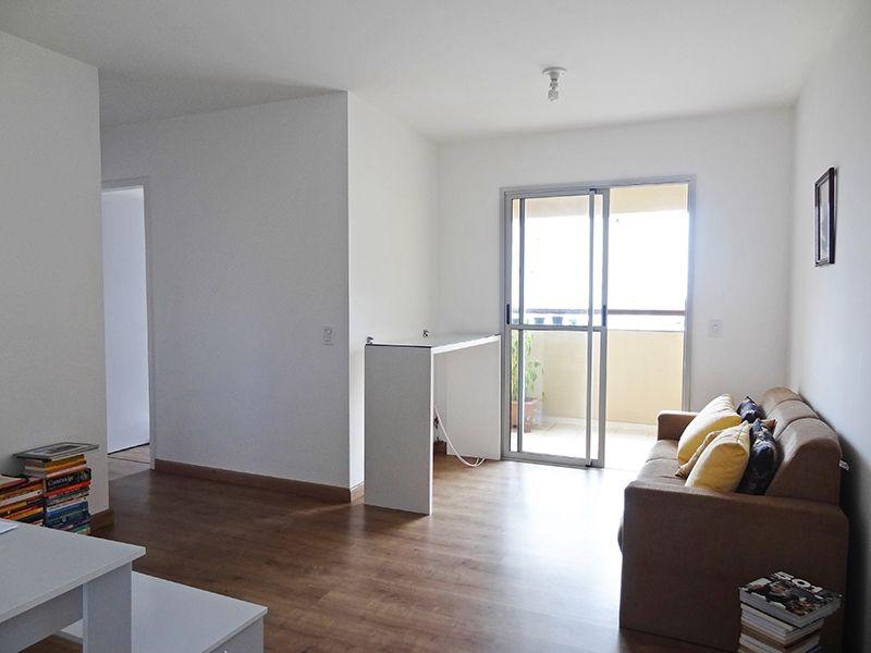 Sacomã, Apartamento Padrão-Sala em L com dois ambientes, piso laminado e acesso à varanda.