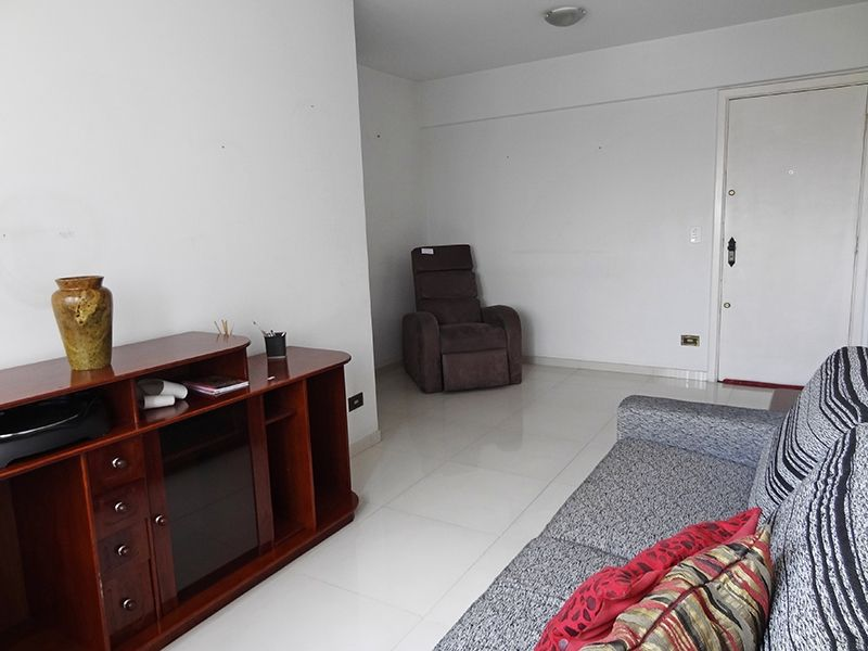 Cursino, Apartamento Padrão-Sala em L com dois ambientes e piso de porcelanato.