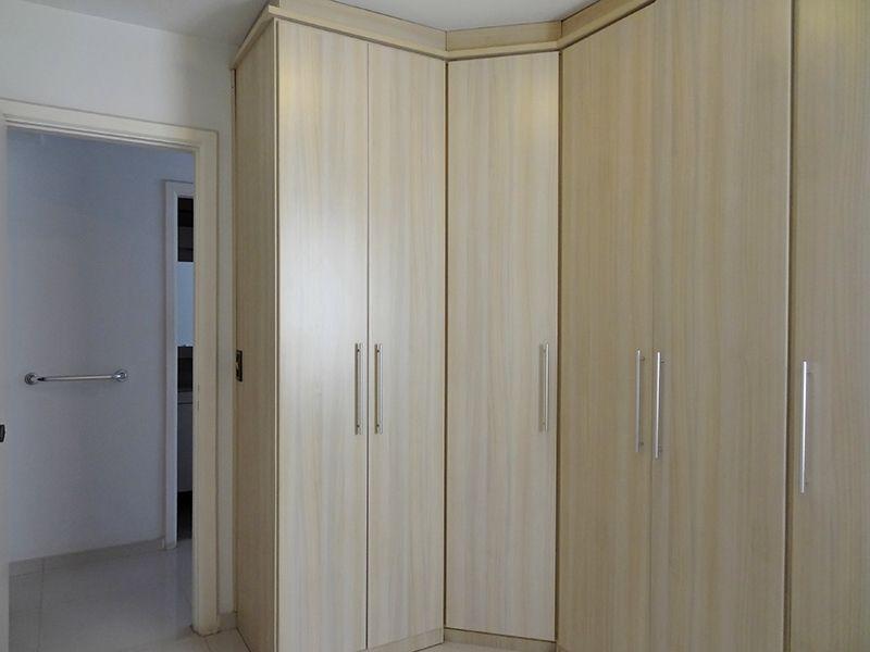 Cursino, Apartamento Padrão-Dormitórios com piso de porcelanato e armários planejados.