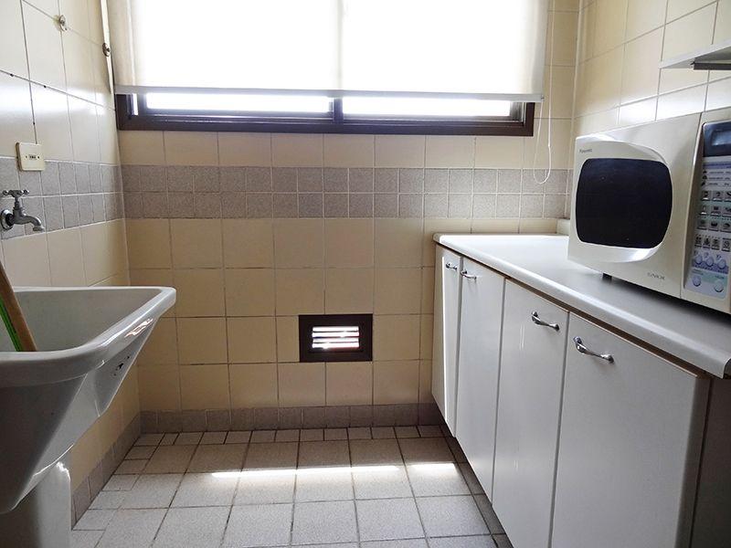Cursino, Apartamento Padrão-Área de serviço com piso de cerâmica.