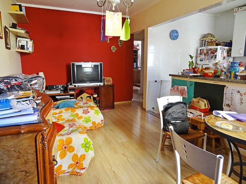 Ipiranga, Apartamento Padrão - Sala retangular com dois ambientes, piso laminado e teto com moldura de gesso.