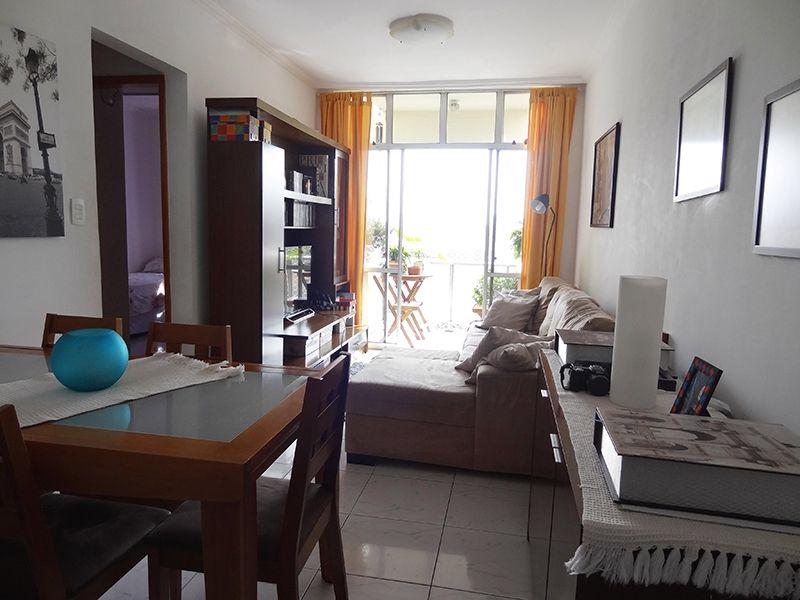Cursino, Apartamento Padrão - Sala com dois ambientes, piso de cerâmica e acesso a varanda.