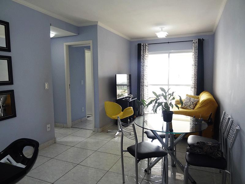 Cursino, Apartamento Padrão - Sala retangular, piso com cerâmica, teto com moldura de gesso e acesso a sacada.