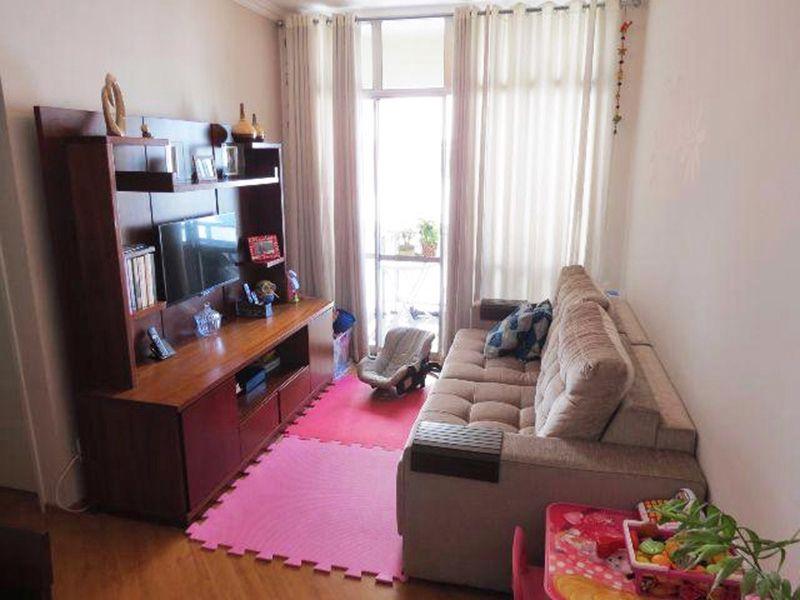 Cursino, Apartamento Padrão - Sala retangular com dois ambientes, piso laminado, teto com moldura de gesso e acesso a sacada.