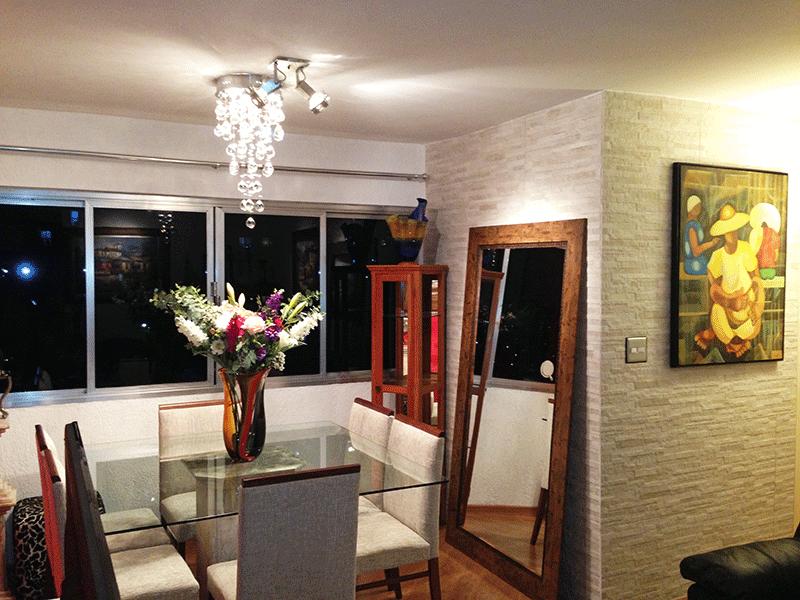 Cursino, Apartamento Padrão - Sala retangular com dois ambientes e piso laminado.