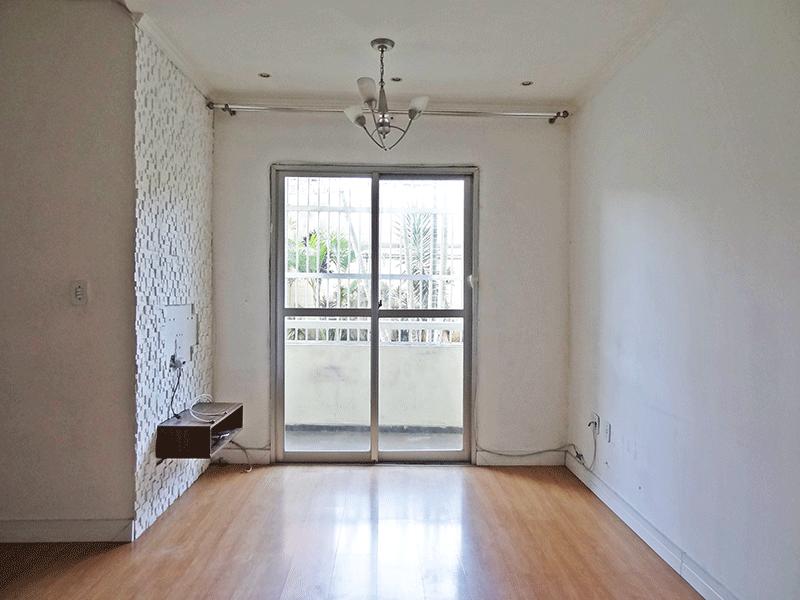 Sacomã, Apartamento Padrão - Sala em L com piso laminado, teto com sanca de gesso, iluminação embutida e acesso à varanda.