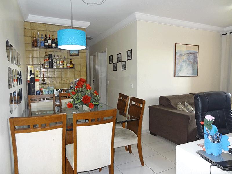 Sacomã, Apartamento Padrão - Sala em L com piso cerâmica, teto com moldura de gesso e acesso à sacada.