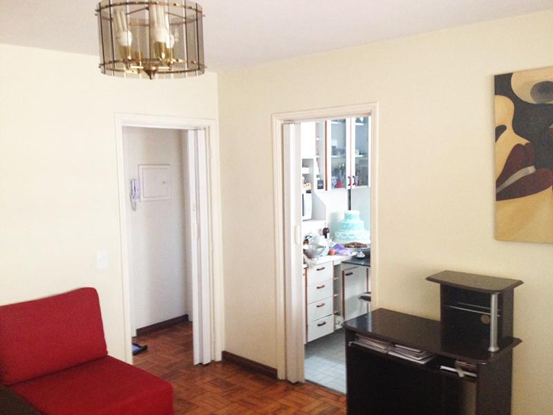 Ipiranga, Apartamento Padrão - Sala e corredor com piso de taquinho.