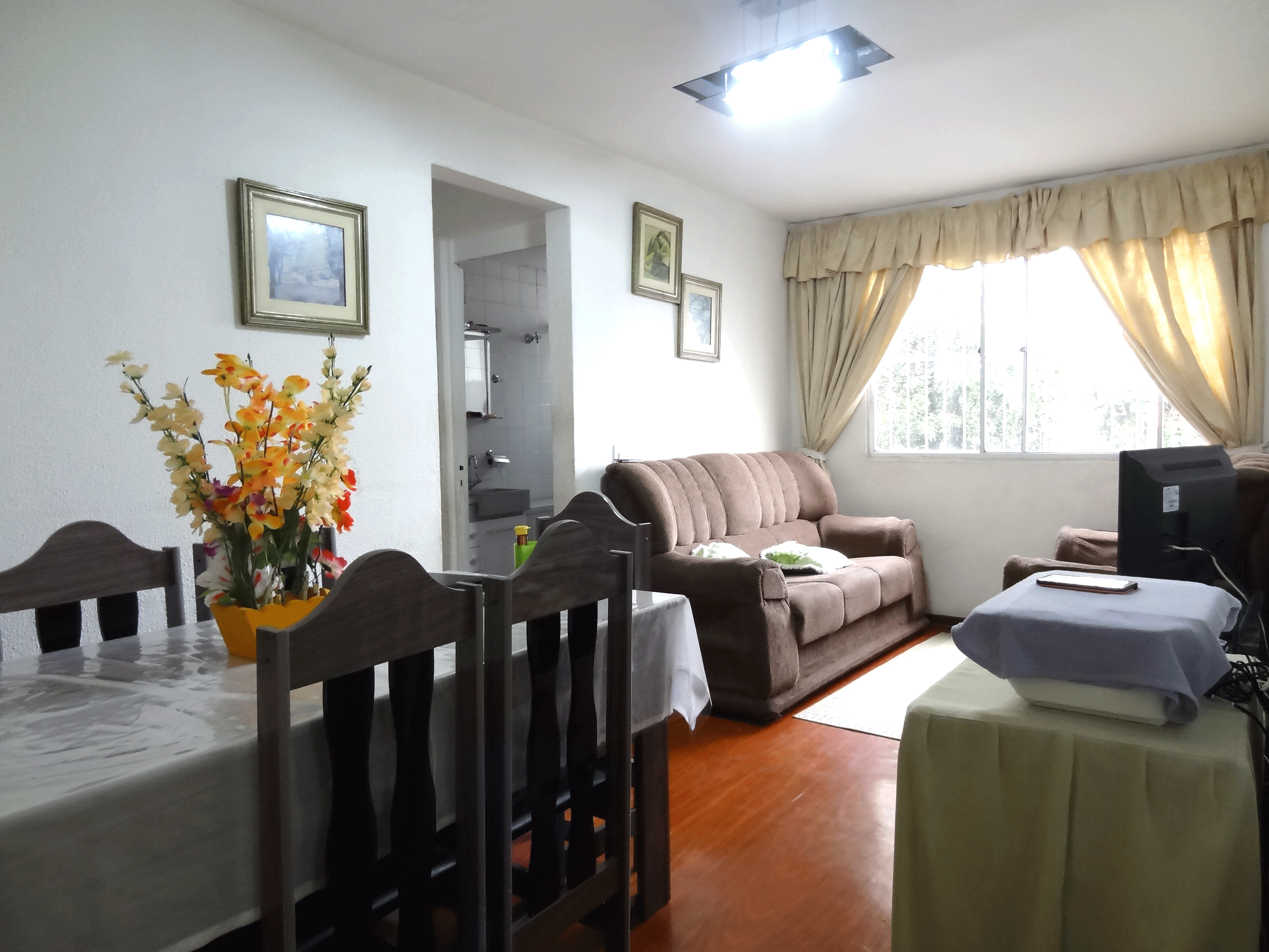 Sacomã, Apartamento Padrão - Sala retangular com piso de paviflex.