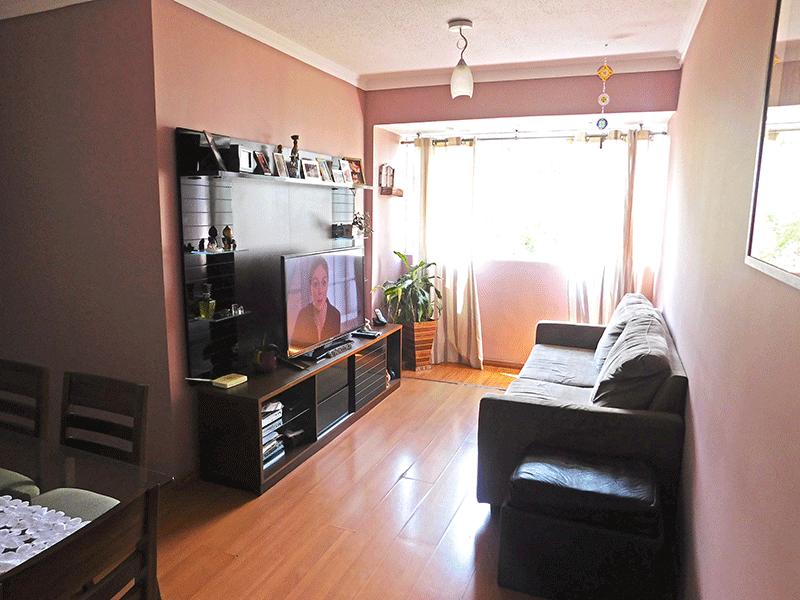 Sacomã, Apartamento Padrão - Sala em L integrada com a varanda, piso laminado e teto com moldura de gesso.