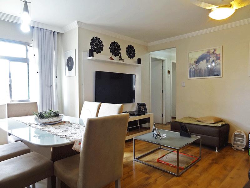 Sacomã, Apartamento Padrão - Sala com dois ambientes, piso laminado e teto com moldura de gesso