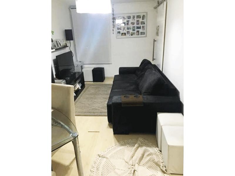 Cursino, Apartamento Padrão - Sala com dois ambientes e piso laminado.