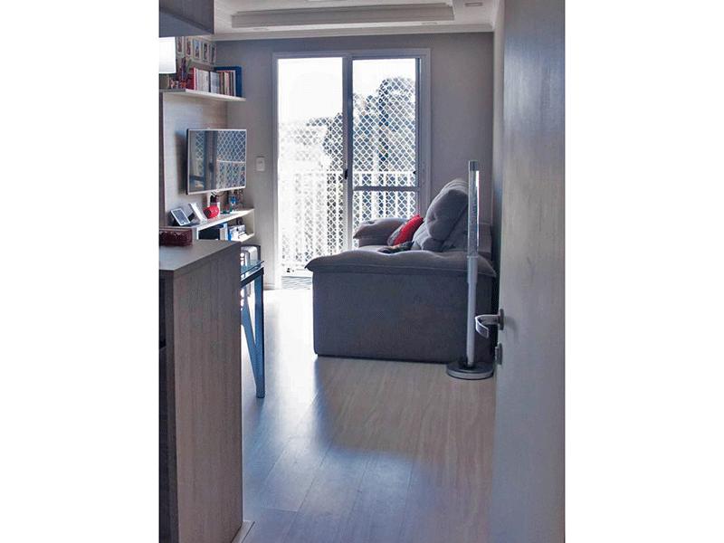 Sacomã, Apartamento Padrão - Sala com dois ambientes, piso laminado, teto com sanca de gesso, iluminação embutida e acesso à varanda.
