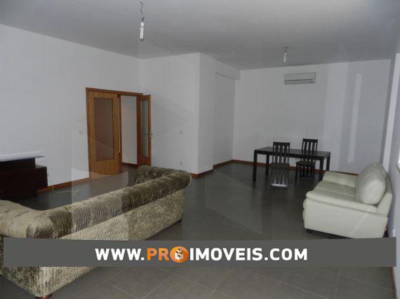 Apartamento para arrendar, Benfica, Luanda