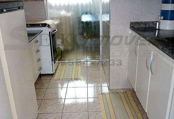 Sacomã, Apartamento Padrão-Cozinha com pia de granito e divisória de vidro para área de serviço