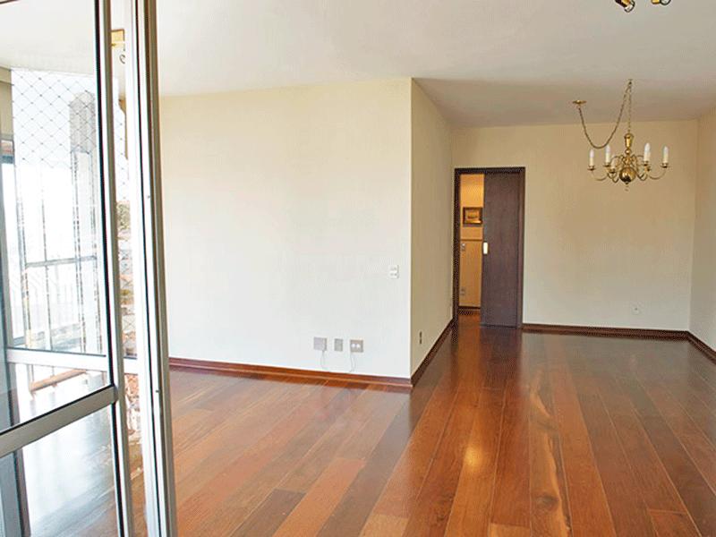 Ipiranga, Apartamento Padrão-Sala com dois ambientes e piso de madeira.