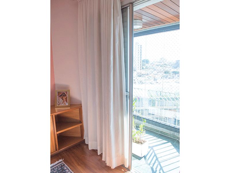 Ipiranga, Apartamento Padrão-Varanda da suíte com piso de ardósia e teto de madeira.