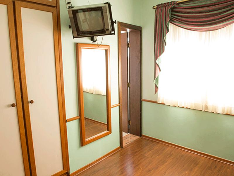 Ipiranga, Apartamento Padrão-2º suíte com piso laminado e armários planejados.