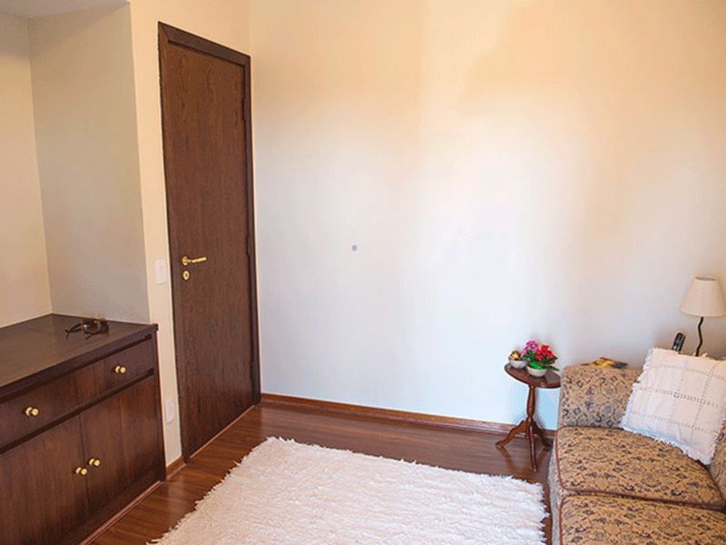 Ipiranga, Apartamento Padrão-4º dormitório com piso laminado e armários planejados.