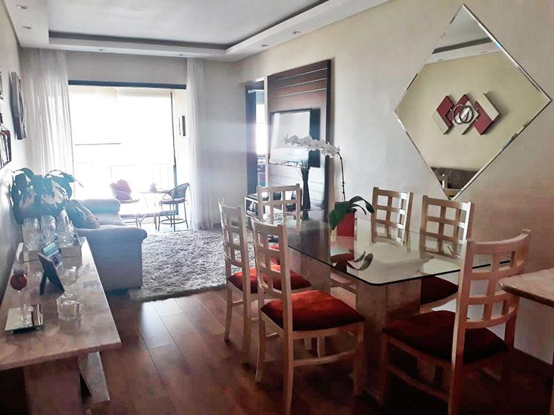 Ipiranga, Apartamento Padrão - Sala com piso laminado, teto com sanca de gesso, iluminação embutida e acesso a varanda.
