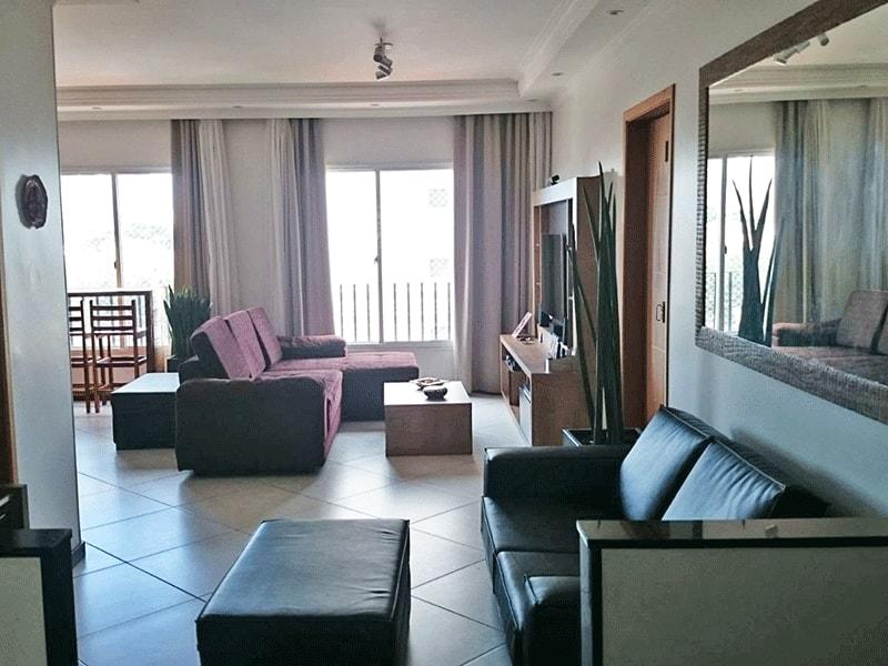 Cursino, Apartamento Padrão - Sala em L com dois ambientes, piso de cerâmica, teto com moldura de gesso e iluminação embutida.