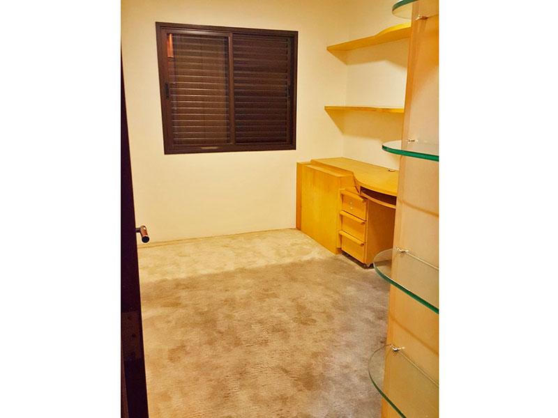 Jabaquara, Cobertura Duplex-2º dormitório com piso de carpete, e armários planejados.