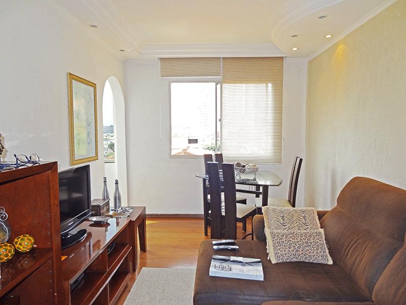 Jabaquara, Apartamento Padrão-Sala com dois ambientes, piso de madeira, teto sanca com moldura de gesso e iluminação embutida.