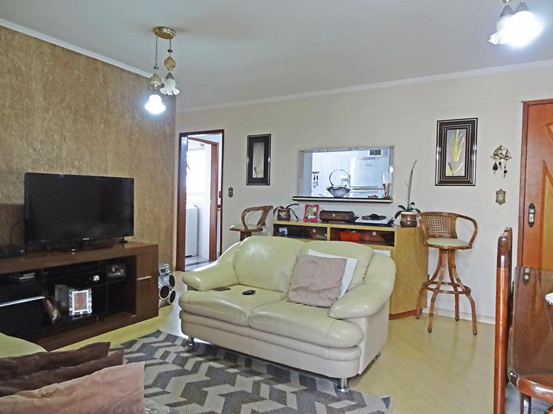Ipiranga, Apartamento Padrão-Sala com dois ambientes, piso laminado e teto com moldura de gesso.