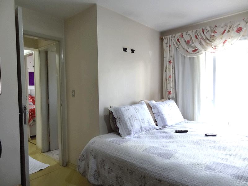 Ipiranga, Apartamento Padrão-1º dormitório com piso laminado, teto com moldura de gesso e armários planejados.