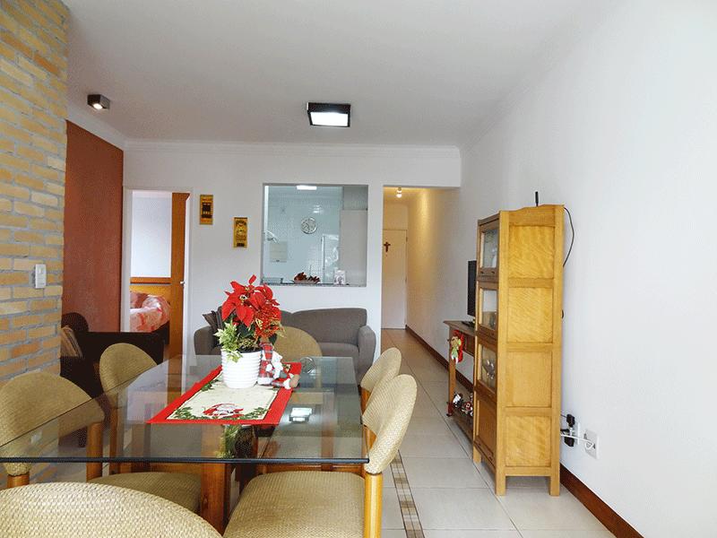 Ipiranga, Apartamento Padrão-Sala em L com dois ambientes, piso de cerâmica, teto com moldura de gesso e acesso à varanda.