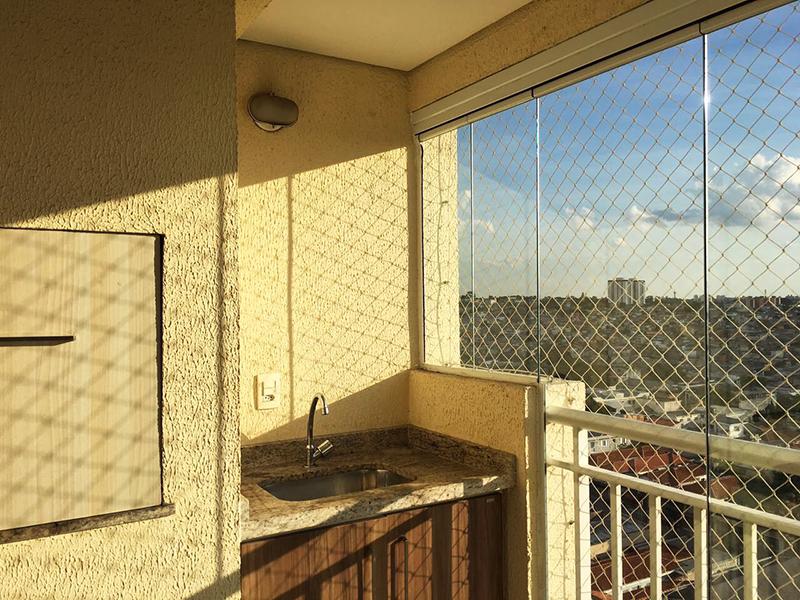 Sacomã, Apartamento Padrão-Varanda gourmet com piso de porcelanato, pia de granito e tela de proteção.