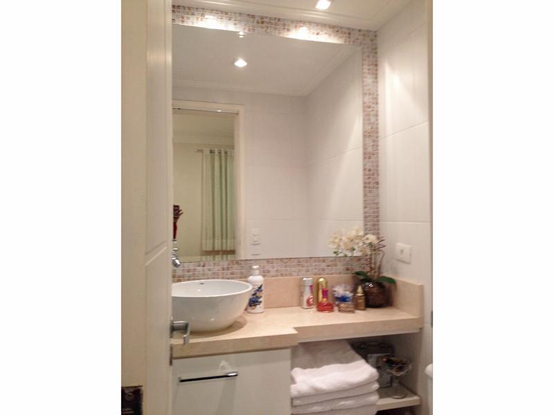 Sacomã, Apartamento Padrão-Banheiro da suíte com iluminação embutida, pia de mármore com cuba de porcelana sobreposta.