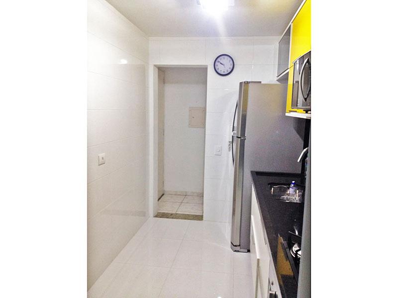 Jabaquara, Apartamento Padrão-Cozinha com piso de porcelanato, teto com moldura de gesso, gabinete, cooktop, pia de granito e acesso a área de serviço.
