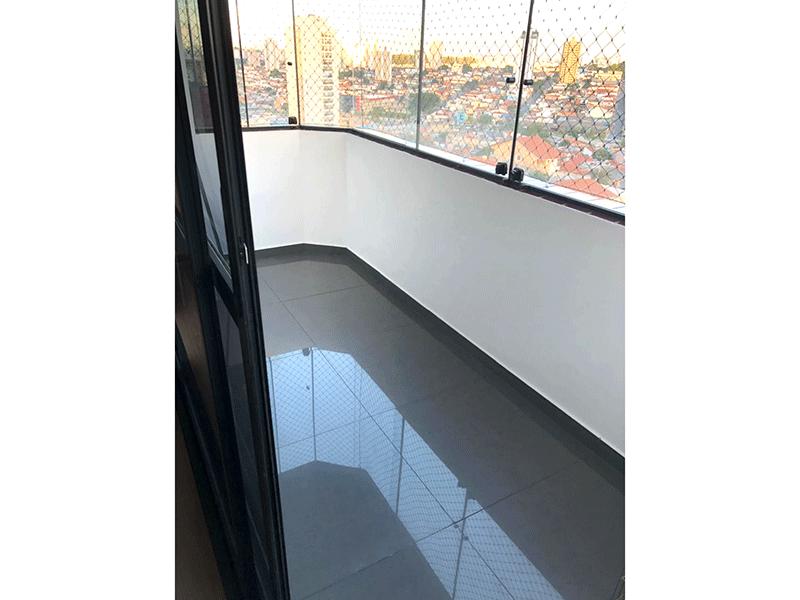 Ipiranga, Apartamento Padrão-Varanda com piso de porcelanato, cortina de vidro e tela de proteção.