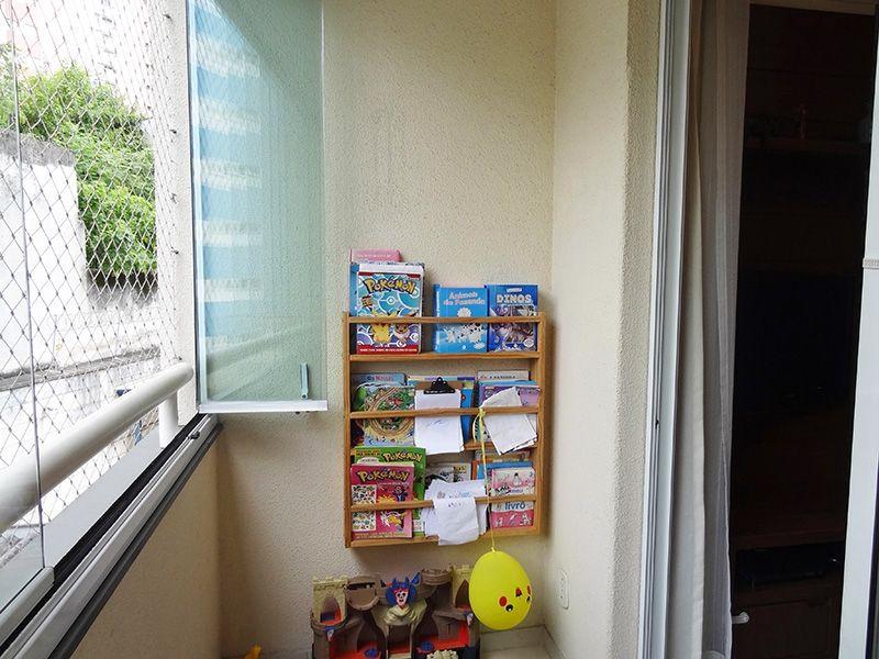 Jabaquara, Apartamento Padrão-Sacada com piso de porcelanato, cortina de vidro e tela de proteção.