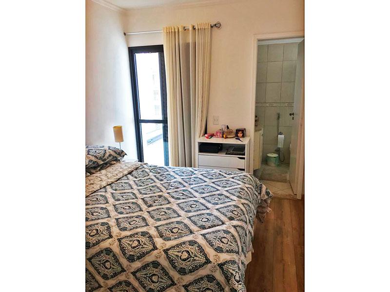 Ipiranga, Apartamento Padrão-Suíte com piso de laminado, teto com moldura de gesso, armários planejados e acesso a varanda.