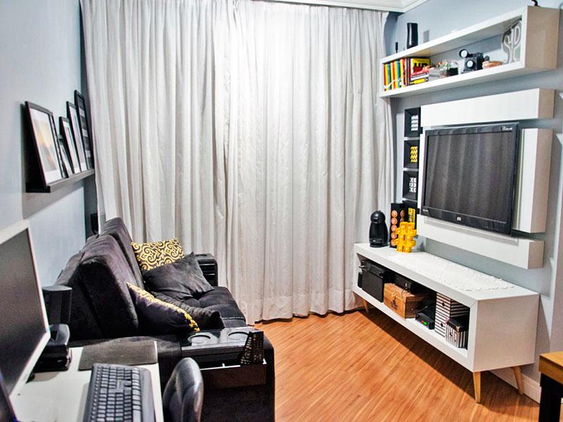 Ipiranga, Apartamento Padrão - Sala com piso laminado, teto com sanca de gesso e acesso a varanda.