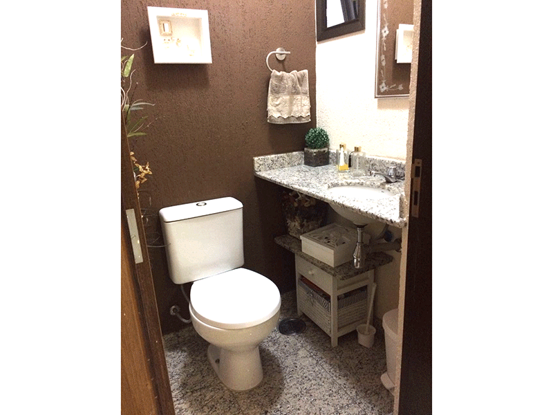 Sacomã, Apartamento Padrão-Lavabo com piso e pia de granito.