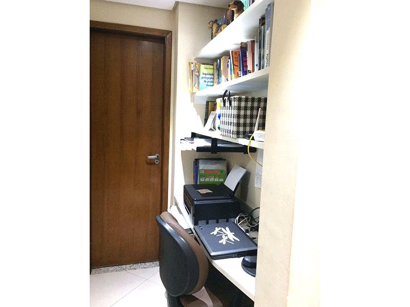 Sacomã, Apartamento Padrão-Escritório com piso de cerâmica e teto rebaixado (dep. de empregada transformado em escritório).